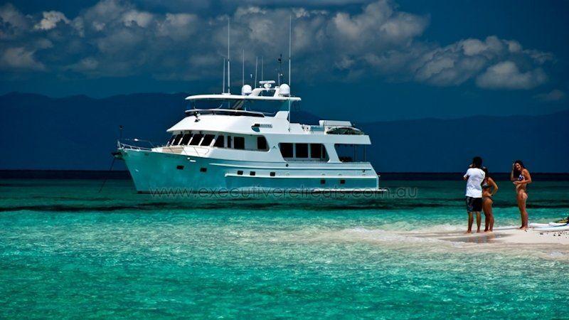 Luxury 70ft Motor Yacht 009