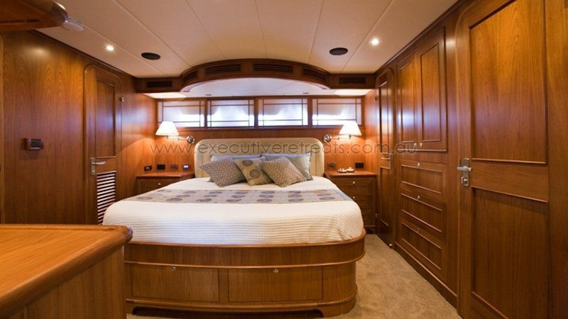 Luxury 70ft Motor Yacht 003
